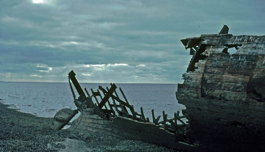"Die Strandung des Seglers ""De jonge Tobias van Drontheim"""